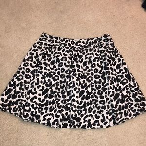 Pleated black and white mini-skirt